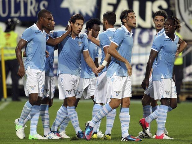 Com gol do brasileiro Hernanes, a Lazio superou o NK Mura por 2 a 0 na Eslovênia e ficou muito perto de uma vaga na fase de grupos da Liga Europa; confira a rodada de ida da terceira fase de classificação do torneio  Foto: AP