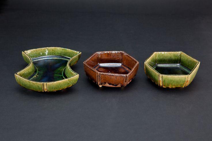 織部刻文分銅向付(左)Muko-zuke with engraved, amber glaze, 飴釉刻文六角向付(中)Muko-zuke with engraved, Oribe type, 織部刻文六角向付(右)Muko-zuke with engraved, Oribe type