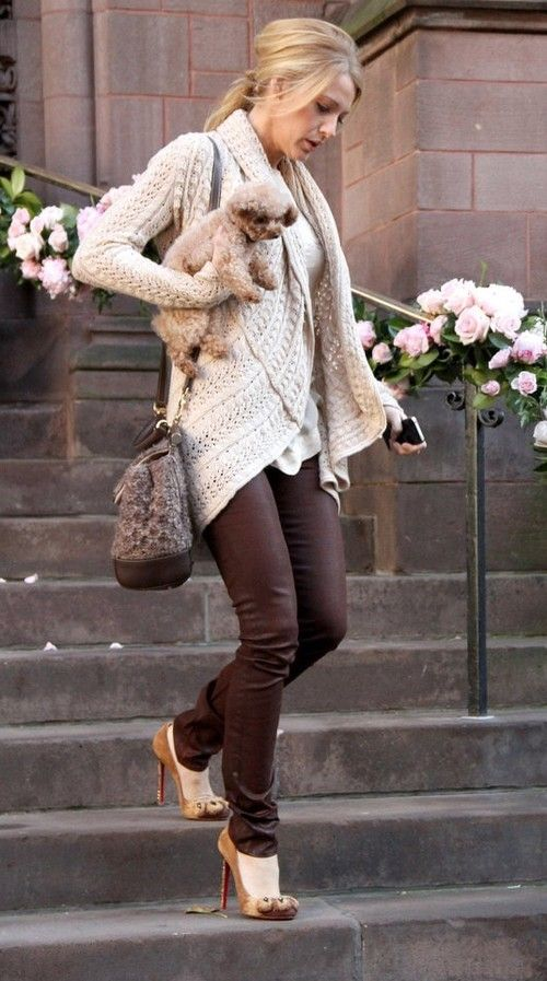Blake Lively plays off mixing browns well