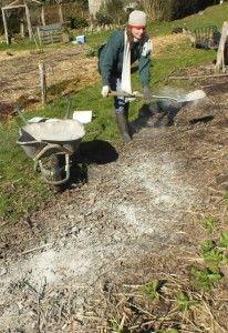 Les bienfaits de la cendre de bois au jardin... pas encore lu...