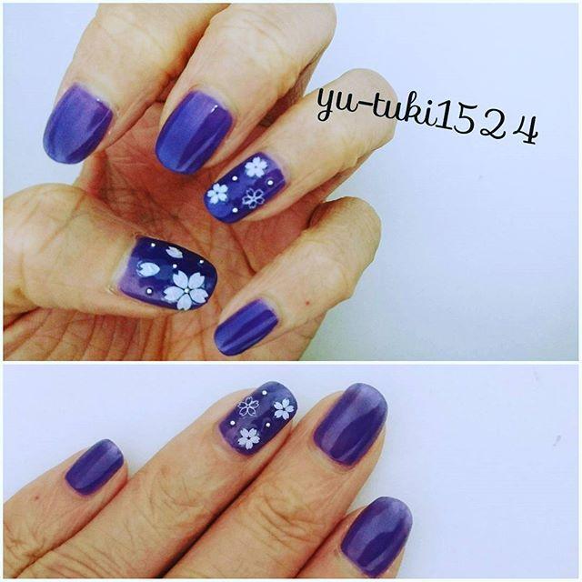 夜桜ネイル♪ エスポルールのミッドナイトブルーは二度塗りだと綺麗な紫になるのでお気に入りです(*´ω`*) blog更新してます★  #夜桜ネイル #春ネイル #桜シール #エスポルール #セルフネイル #プチプラ