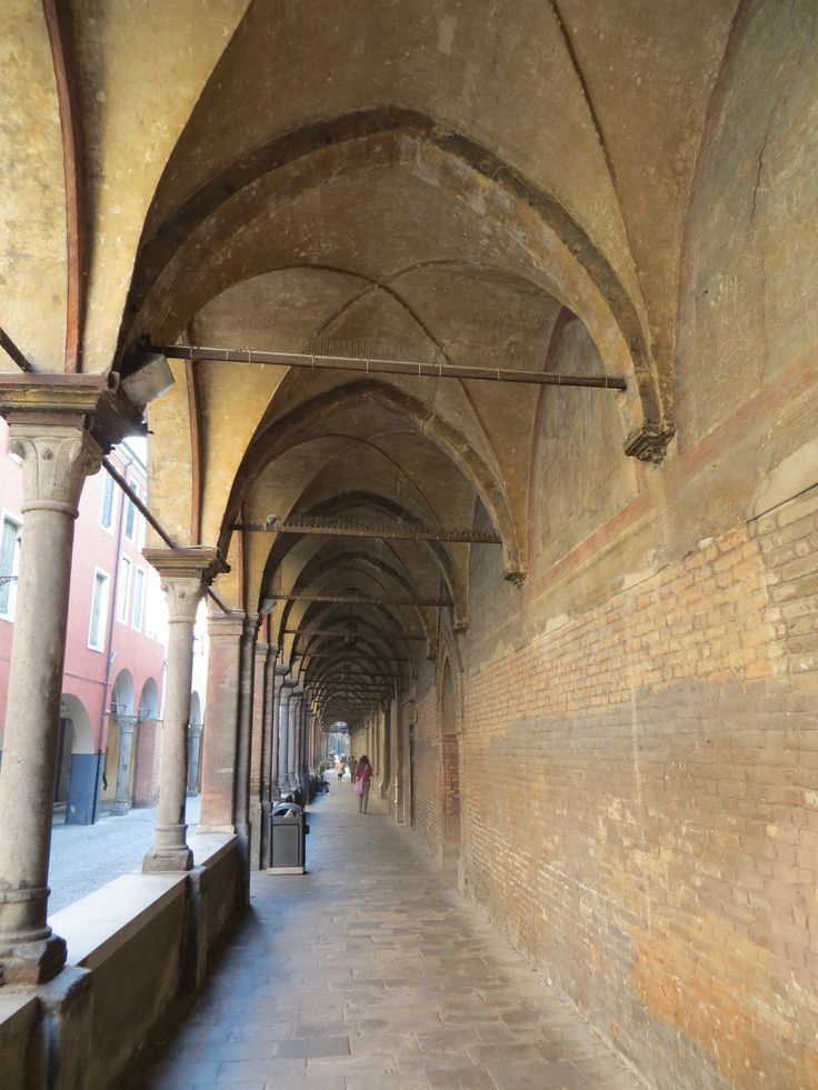 Travel back in time, Padua alleyway