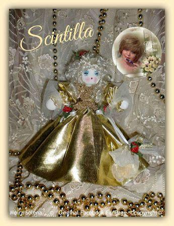 SCINTILLA -Bambolina natalizia costruita su di una pallina decorata. Cucita con ago e filo, abito dorato e scialle in tulle! Profumata all'essenza di spezie adatta al periodo!