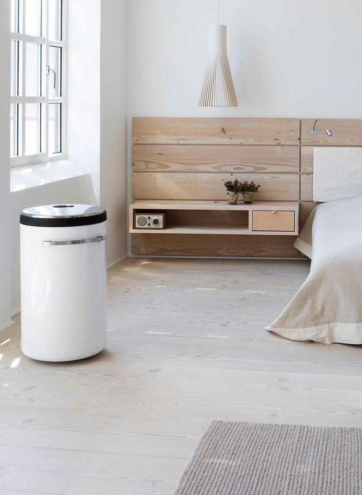 Dankzij het gebruik van hout en wit straalt deze prachtige slaapkamer rust uit. #wood #bedroom