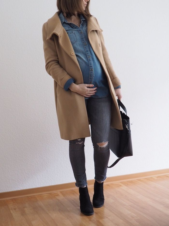 Denim shirt holding coat Camel maternity winter pregnancy outfit 2018   – Fashion | #stylethebump