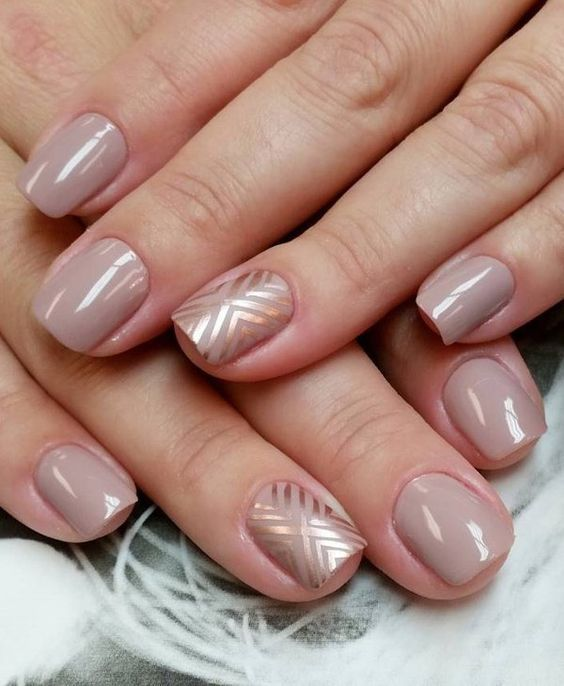 A combination of nude and platinum nail polish. In diagonal shapes, the metallic polish simply makes the nude nail polish stand out from behind.: