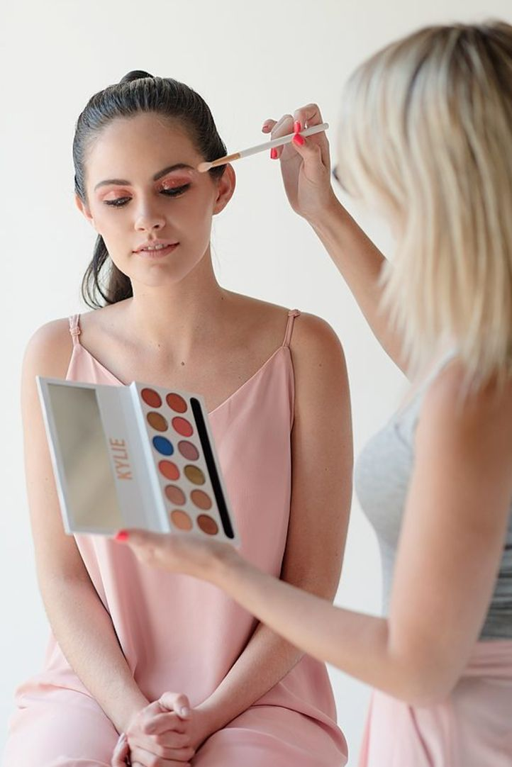 An easy to follow makeup tutorial with pink and green eyes and a soft matte lip! | Photography by Samantha Clifton | https://www.theprettyblog.com/style/try-this-easy-pink-green-make-up-tutorial/?utm_campaign=coschedule&utm_source=pinterest&utm_medium=The%20Pretty%20Blog&utm_content=Try%20This%20Easy%2C%20Pink%20and%20Green%20Make-Up%20Tutorial