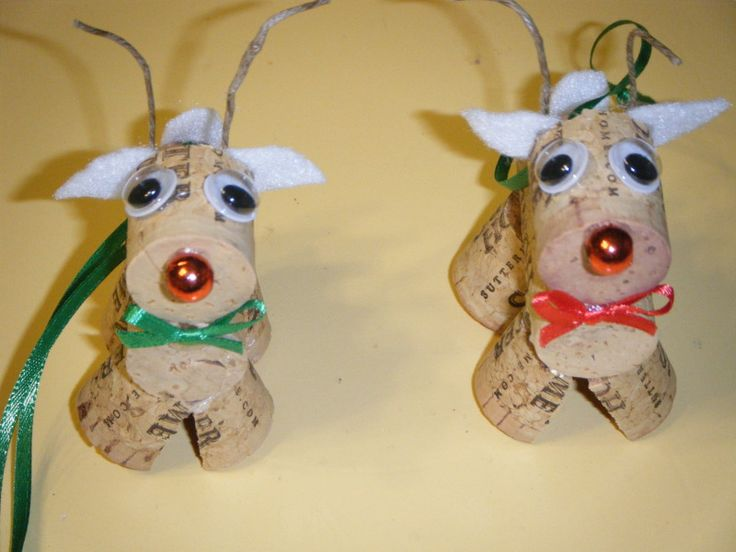 Wine Cork Christmas Crafts | Wine cork reindeer ornaments... these would be so cute to put on a bottle of wine was a gift