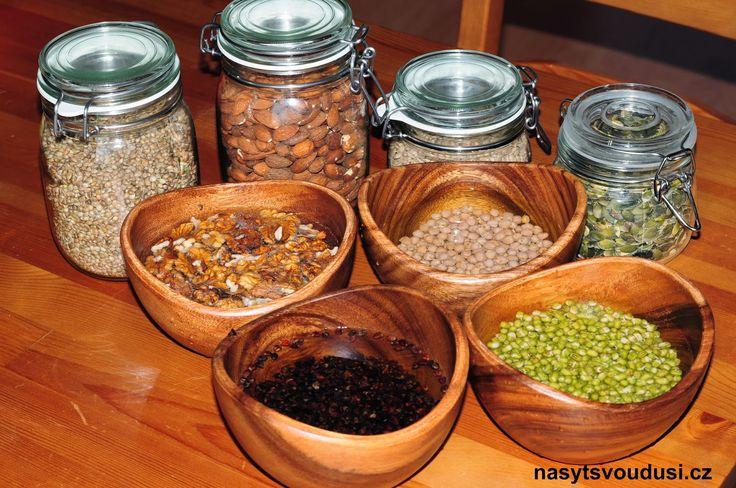 Namáčení, klíčení a sušení: Jak probudit ořechy a semínka k životu a proměnit je v lék ~ Nasyť Svou Duši