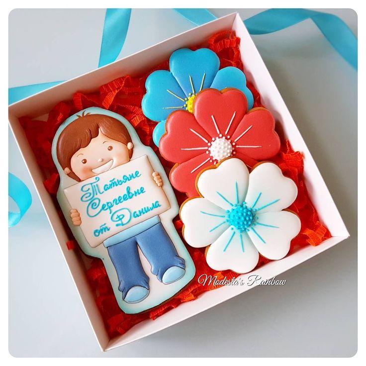 Все школьные здесь #школаМР #royalicingcookies #gingerbread #decoratedcookies #cookiedecoration #sugarart #пряник #пряники #имбирноепеченье #имбирныепряники #пряникалматы #пряникиалматы