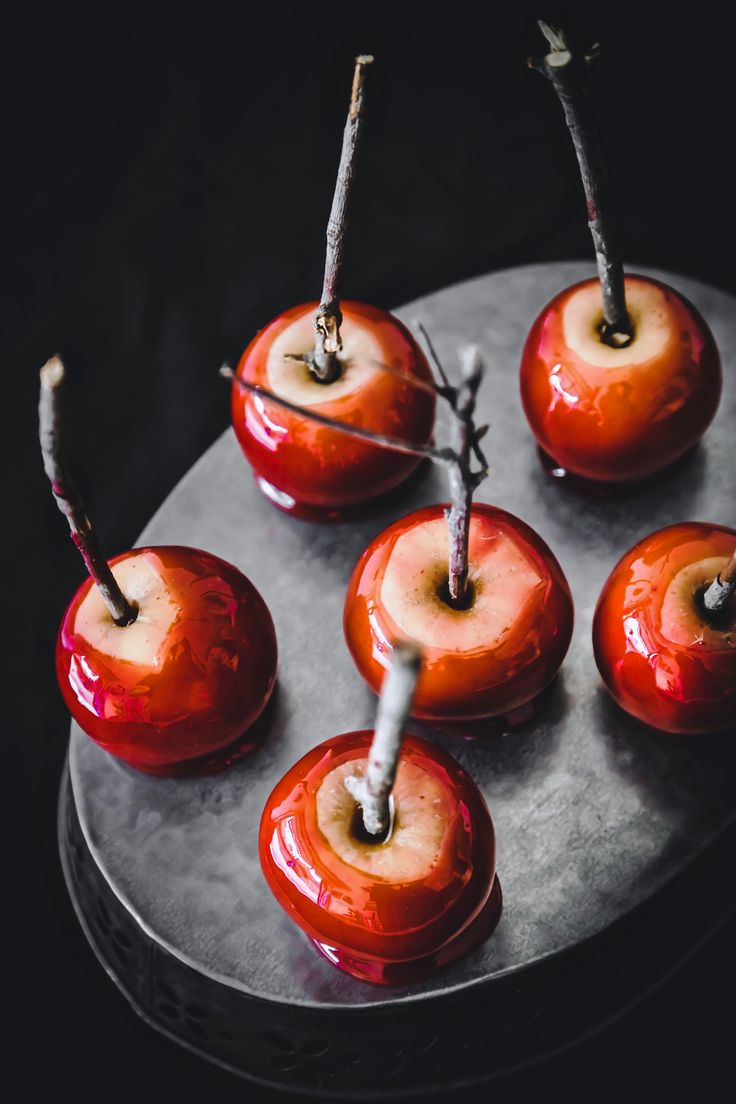 Halloween red candy apples - mele caramellate - Halloween -  Halloween recipe - ricette Halloween - food photography