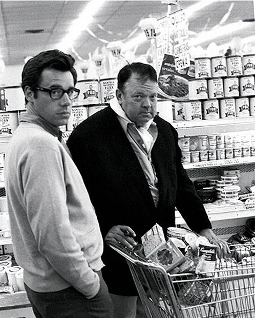 Orson Welles and Peter Bogdanovich at the supermarket