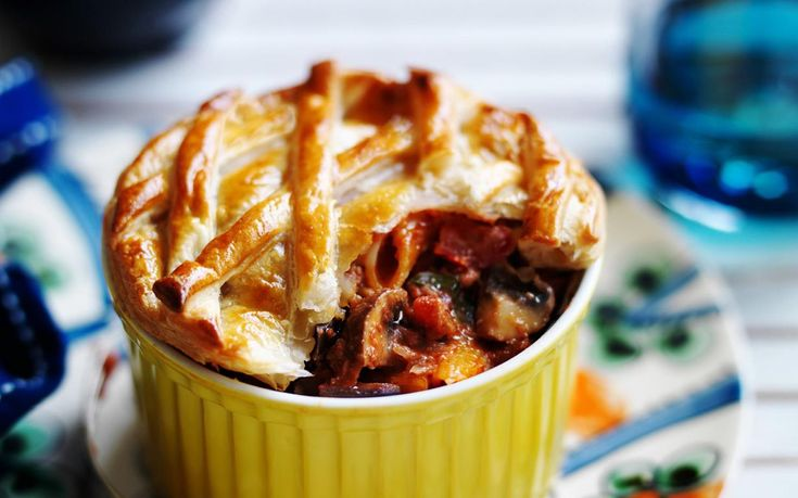 Give an Italian twist to the classic Australian pie with this filling vegetarian pasta pot pie.Recipe by the Australian Women's Weekly.