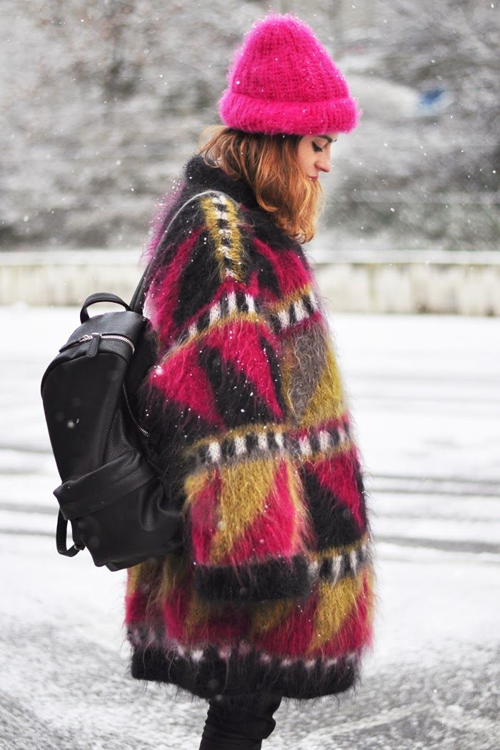 Perfect colors & shapes in this long cardigan, hot pink beanie.