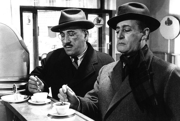 Fotogramma dal film Totò e la banda degli onesti di Camillo Mastrocinque, 1956
