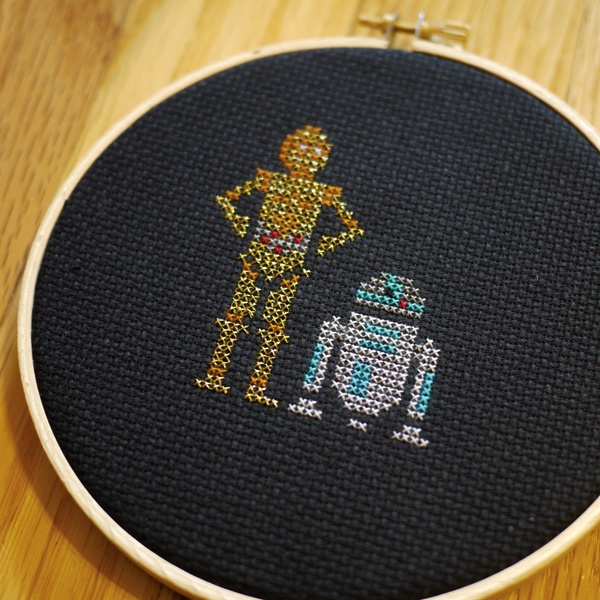 C3P0 and R2D2 embroidery by Elsa Lang
