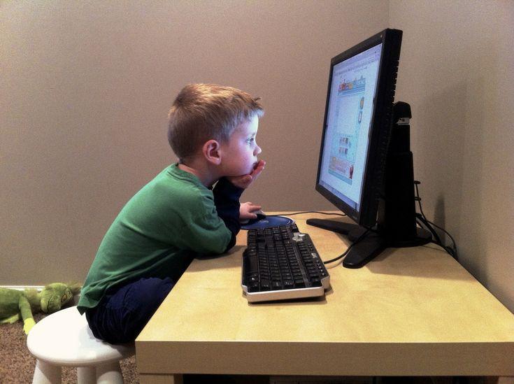 """AMECpeNET este numele unui site online, care aparţine AMEC-ului, şi care este destinat în special copiilor. Pe site sunt multe jocuri şi activităţi, dar cel mai frumos lucru este că fiecare copil are ocazia să scrie unui """"ghid"""". Acesta răspunde întrebărilor lor, parcurge împreună cu ei studii biblice şi se roagă pentru cererile de rugăciune"""