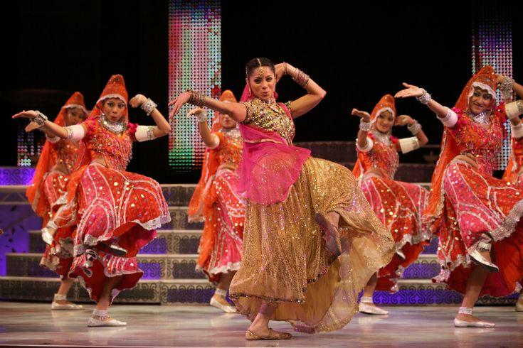 """Δώστε με την αερόβια άσκηση το χρώμα και το ρυθμό που σας αξίζει…    Το Bollywood Dance Aerobic είναι ένας ασταμάτητος συνδυασμός κινήσεων του μοναδικού Bollywood χορού που δουλεύει κάθε σημείο του σώματος. Επικεντρώνετε σε ασκήσεις αντοχής, καρδιοαναπνευστικές και χαρίζει πλήρη τόνωση και σύσφιξη των μυών, των γλουτών βελτιώνοντας την ευλυγισία. Μπορεί να … Συνεχίστε την ανάγνωση του """"Bollywood Dance Aerobic"""""""