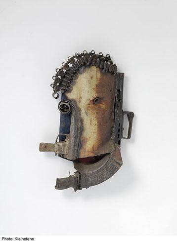 Dupla Personalidade, 2011 - 70 x 45 x 13 cm - Fer, armes de la guerre civile (Mozambique) recyclées