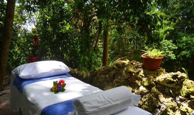 Ready for a massage in the garden at Hotel Mockingbird Hill