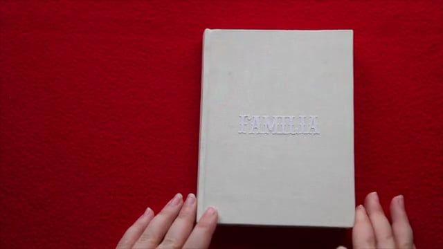 Pequeño libro que he hecho con las fotografías que he ido tomando de una parte de mi familia para regalarsélo como recuerdo de Navidad.    Música: Ásgeir - Going Home