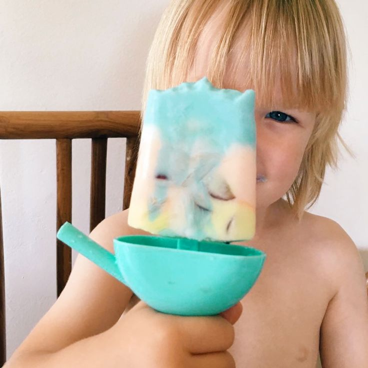 DIY super space rocket frozen yoghurts. 'Peake' your kids interest in space with these healthy sweet treats. #space #frozenyoghurt #kids