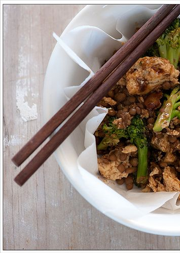 brocoli and tofu stir-fry    300g (10oz) firm tofu, drained & crumbled  1 large head broccoli, cut into florettes  1 can lentils, drained  3-4 tablespoons hoisin sauce  lemon juice, to taste