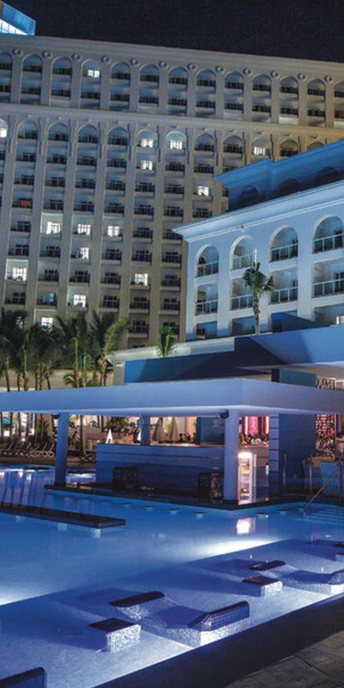 Pool bar - Riu Cancun - All Inclusive - swim-up bar - Cancun, Mexico - RIU Hotels & Resorts