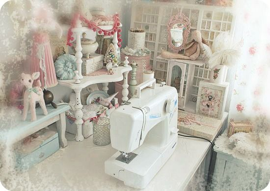 * Schlaflos in NRW *: Where Bloggers Create Party:  My dusty little friend, the sewing machine. I'm a hand seamstress :O)