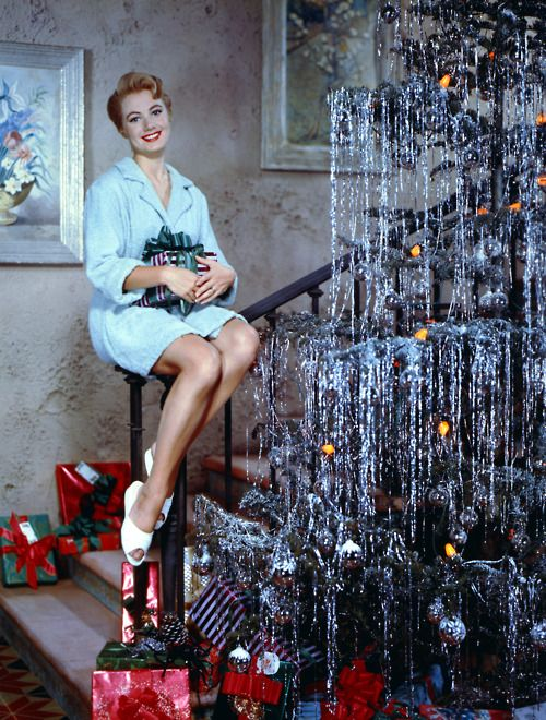shirley jones, vintage christmas...hilarious pose Mrs. Partridge...I am picturing myself attempting this...hiiiilarious!