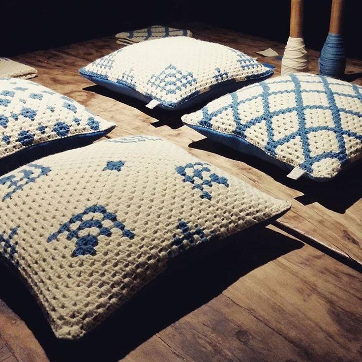 Ieri sono andata alla presentazione di un bellissimo progetto dove l'artigianato e il design si confrontano e si ritrovano: La Manta. Cuscini, cravatte e altri oggetti fatti con lana locale e tinti naturalmente. Da non perdere! #lamanta #lanaitaliana #tinturanaturale