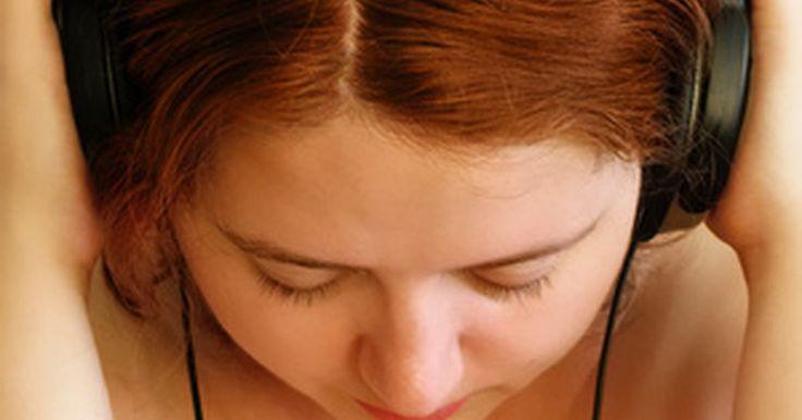 Instrucciones para el uso de auriculares inalámbricos. Los auriculares inalámbricos permiten a sus usuarios escuchar una fuente de sonido, como un estéreo o una TV, de forma privada. Ésto permite a los usuarios alejarse del dispositivo a una distancia mayor que la permitida por un cable y elimina la posibilidad de derribar objetos. Los auriculares inalámbricos pueden ajustarse con un procedimiento ...