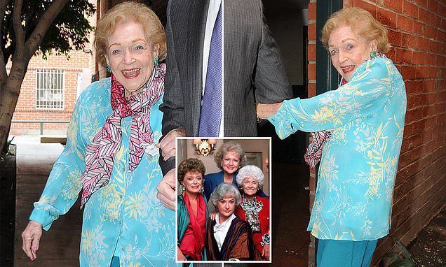 Beloved Golden Girl Betty White is all smiles on 98th ...