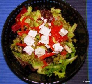 Салат из свеклы и авокадо с заправкой из песто