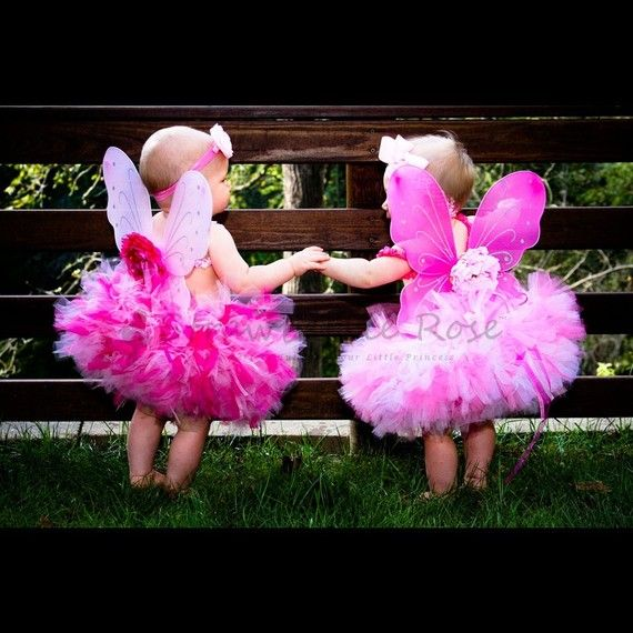 How adorable is this??? If I had twin girls I would so dress them up like this and have professional pictures taken :)