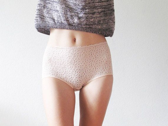 Vintage lacy Hipster style Panties. Lace and elastic satin. by EgrettaGarzetta on Etsy