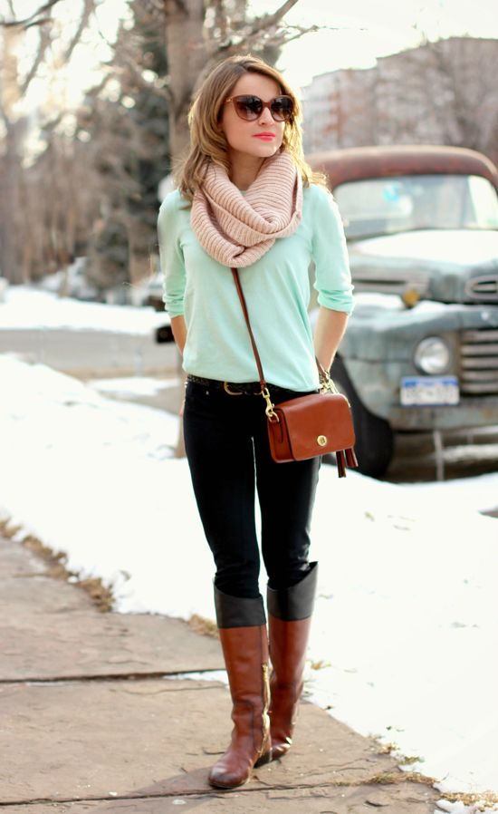 Green shirt, jeans, boots, scarf, glasses
