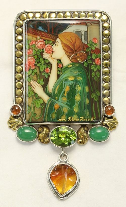 Lady in Green Pin-Pendant by Amy Kahn Russell  Green & oval.  So nice.