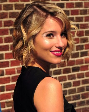 Cute curly style for shorter hair! #weddinghair #bridalbeauty