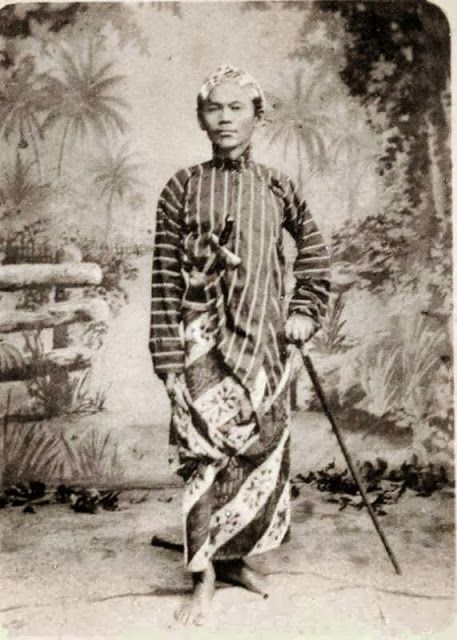 old-indische: Man on Party Costume ~ Batavia Indonesia ~ ca 1899