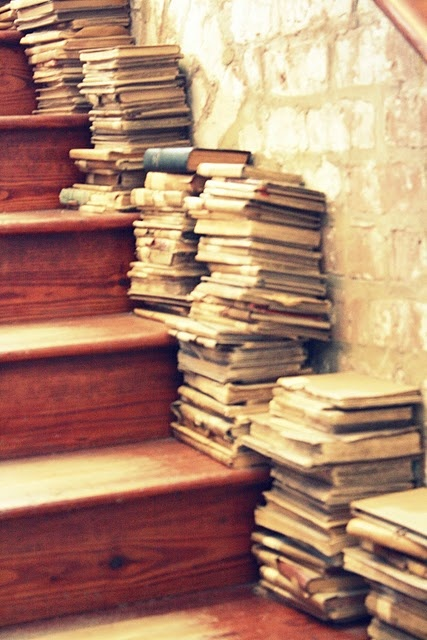 My kind of stairwell {@Jasmine Baucham I thought of you Jasmine when I pinned this!! <3<3}