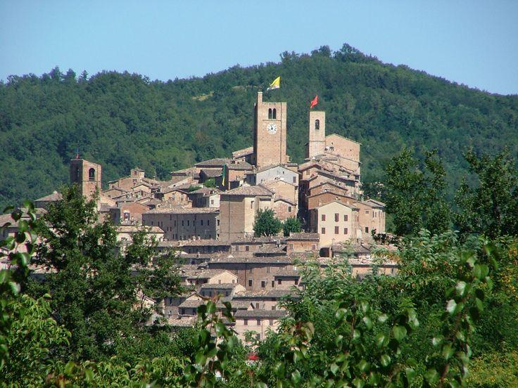 Uno dei borghi più Belli d'Italia #Terme #sci natura incontaminata...  http://www.hotelsinmarche.com/sarnano