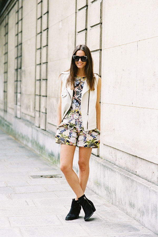Street Style Mix: Motorcycles Vest, Floral Rompers, Leather Vest, Casual Summer Outfits, Street Style, Paris Download, Men Fashion Week, White Vest, Summer Wardrobe