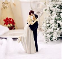 True Romance bruidegom tillen bruid beeldje hars bruidstaart topper bruiloft decoratie bruids feestartikelen(China (Mainland))