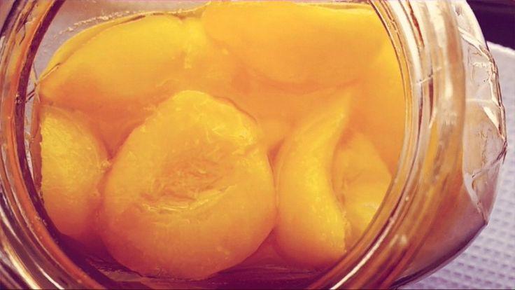 Duraznos en almíbar: muchos de ustedes no saben lo fácil y rápida que es esta clásica receta para conservar los duraznos. Video paso a paso.