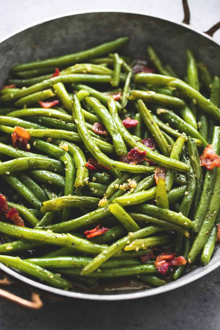 Easy Brown Sugar Green Beans with Bacon - the perfect side dish for Thanksgiving or Christmas! | lecremedelacrumb.com