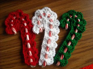 Victorian Candy Cane Cover free crochet pattern - Free Christmas Crochet Patterns - The Lavender Chair