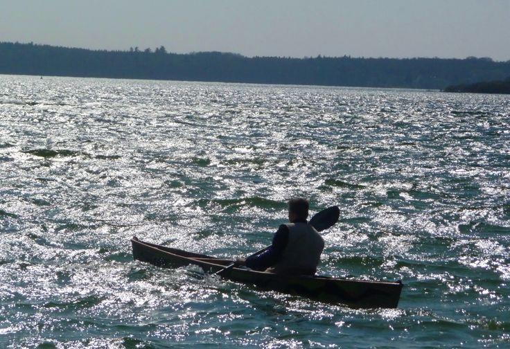 Nikola am Plauer See bei Windstärke 4 - das war ein Erlebnis - #kanufahren #kanuselberbauen #kanubau