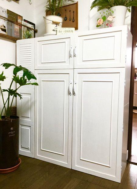 カラーボックスに飾り扉を付けて、大容量のアンティーク・キャビネット風に☆