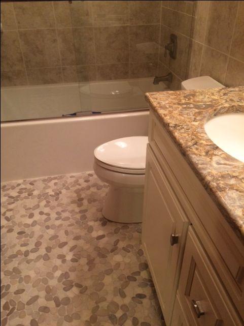 serene bathroom floor using sliced java tan and white pebble tile https